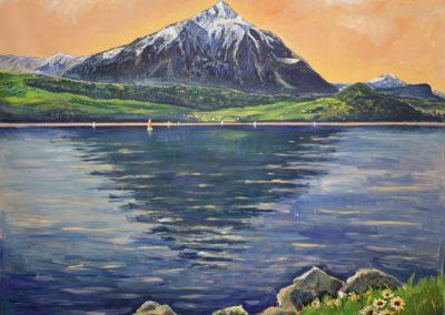 """Ce tableau géant de 140 x 178 cm vient compléter la série des montagnes """"freedom"""" exécutées à l'acrylique sur une toile libre. On y reconnaît la pyramide du Niesen au bord du lac de Thoune. Un sujet qui a été maintes fois peint par l'artiste suisse Hodler."""